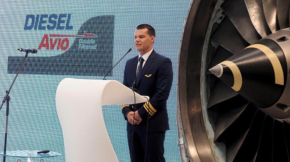 пилотът Марио Бакалов изнася реч