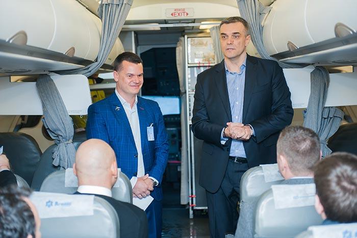 Марио Бакалов в самолет