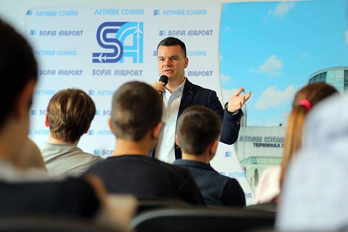 мотивационна лекция с пилота Марио Бакалов пред екипа на Летище София