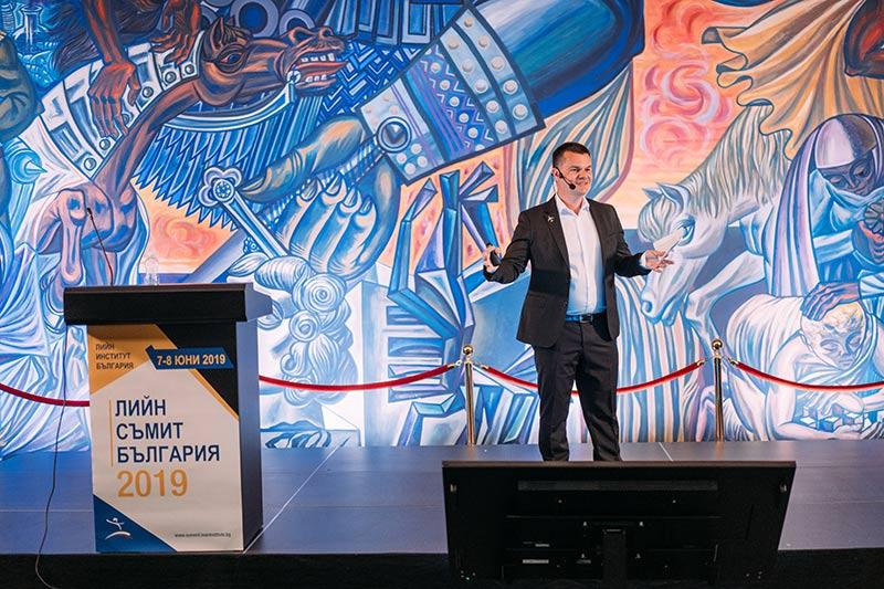 пилотът Марио Бакалов говори на Лийн конференцията в София през 2019-а година