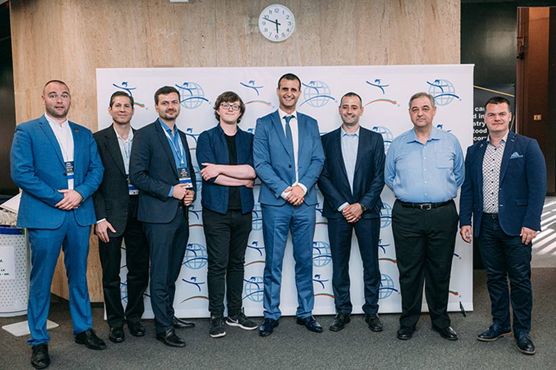 пилотът Марио Бакалов с всички лектори от Лийн конференцията в София през 2019-а година