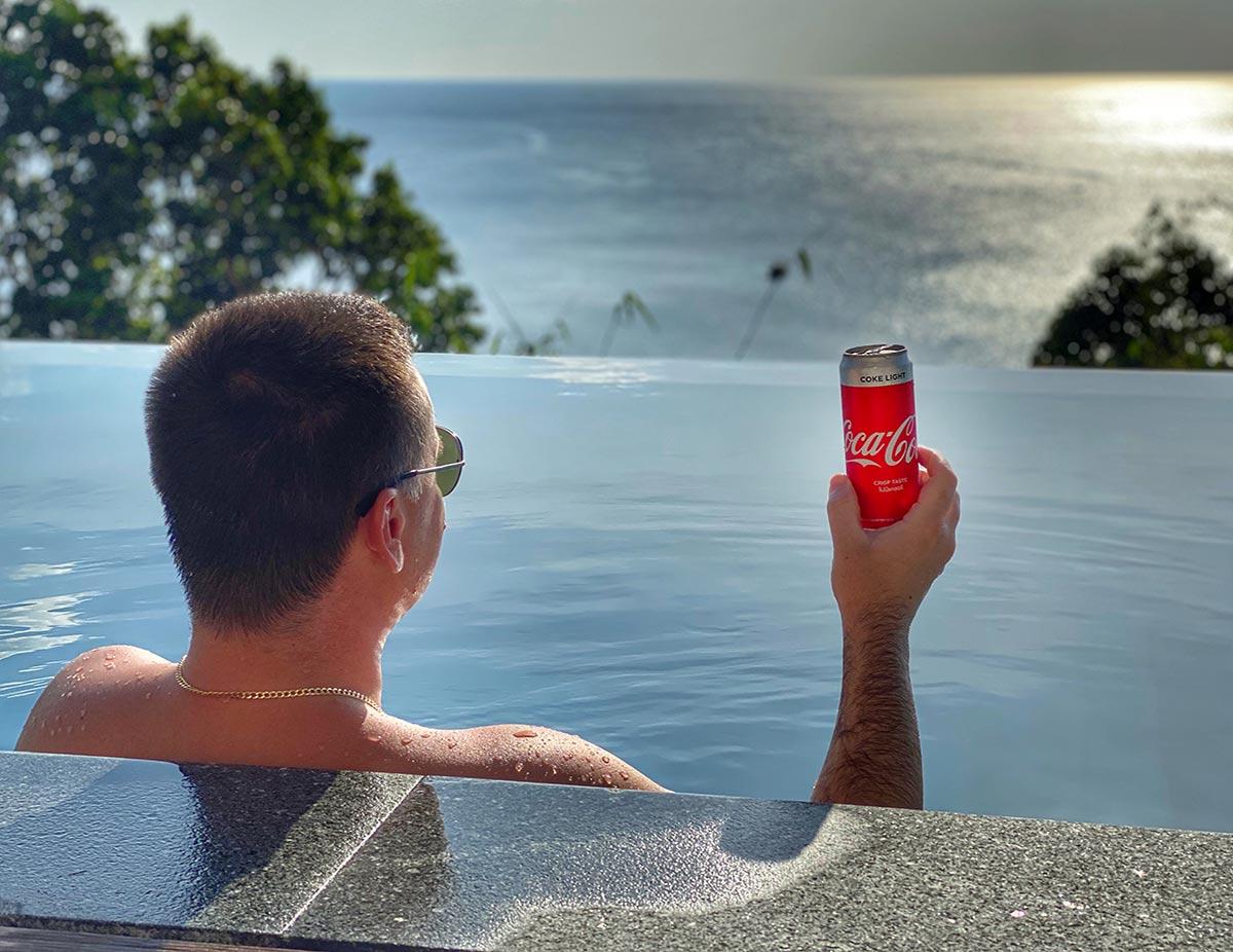 пилотът Марио Бакалов в реклама на Coca-Cola