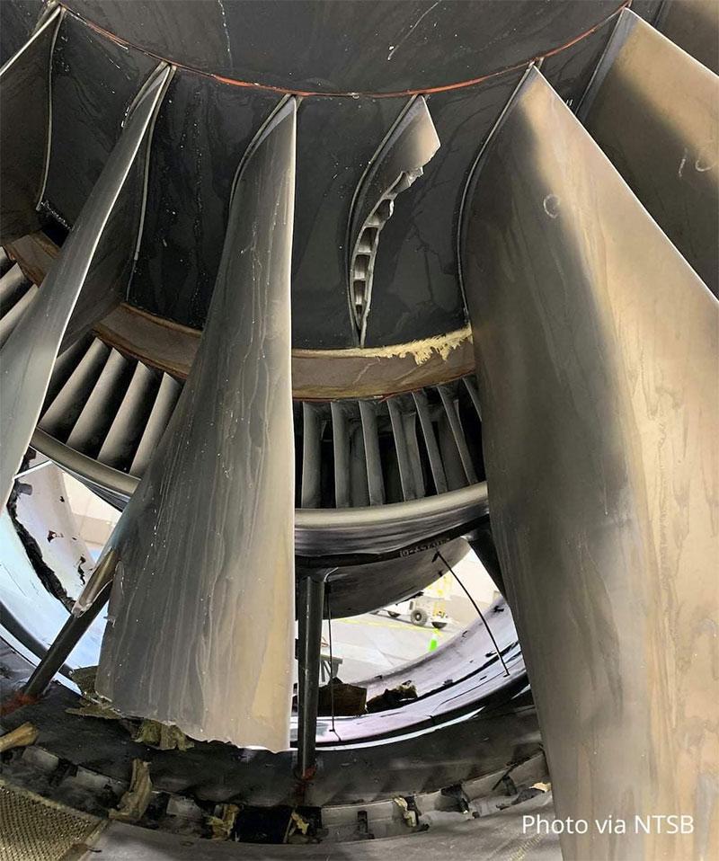 счупената лопатка от двигателя на полет UA328
