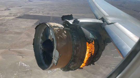 горящият двигател на полет UA328